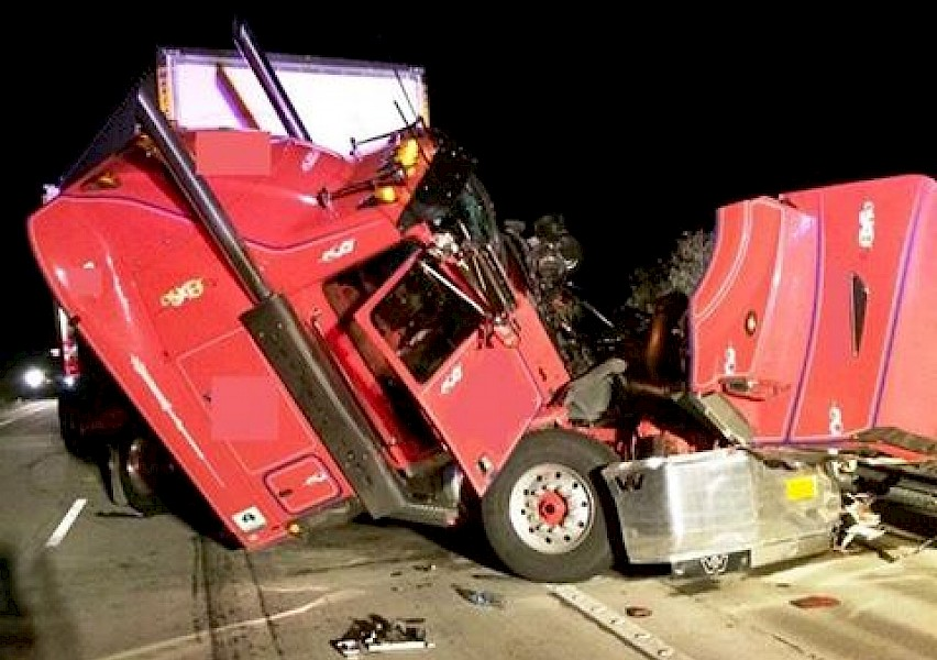 Truck Crash - 1494 2AY - Local / National News